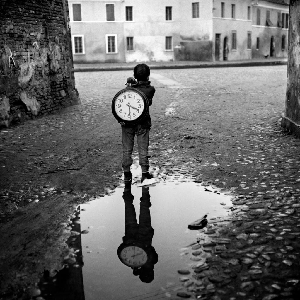 Piergiorgio Branzi | Ragazzo con l'orologio | Black & White Photography