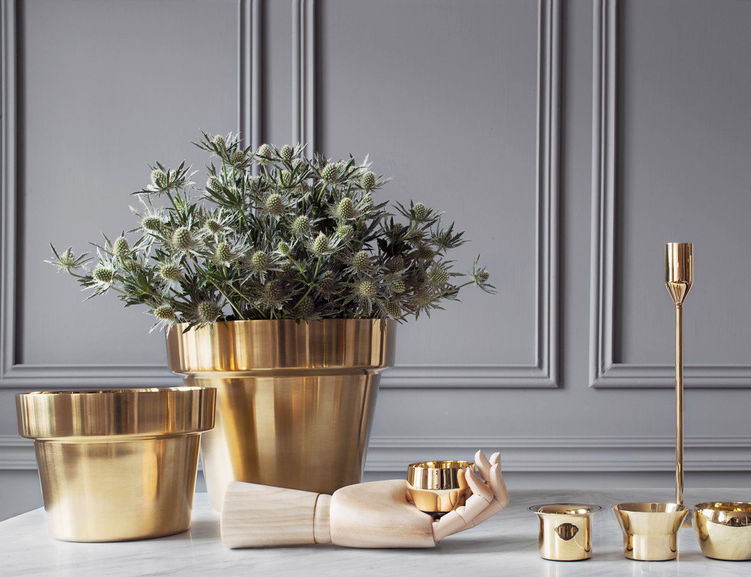 Golden planters made of brushed brass by Skultuna | Accessories for the home