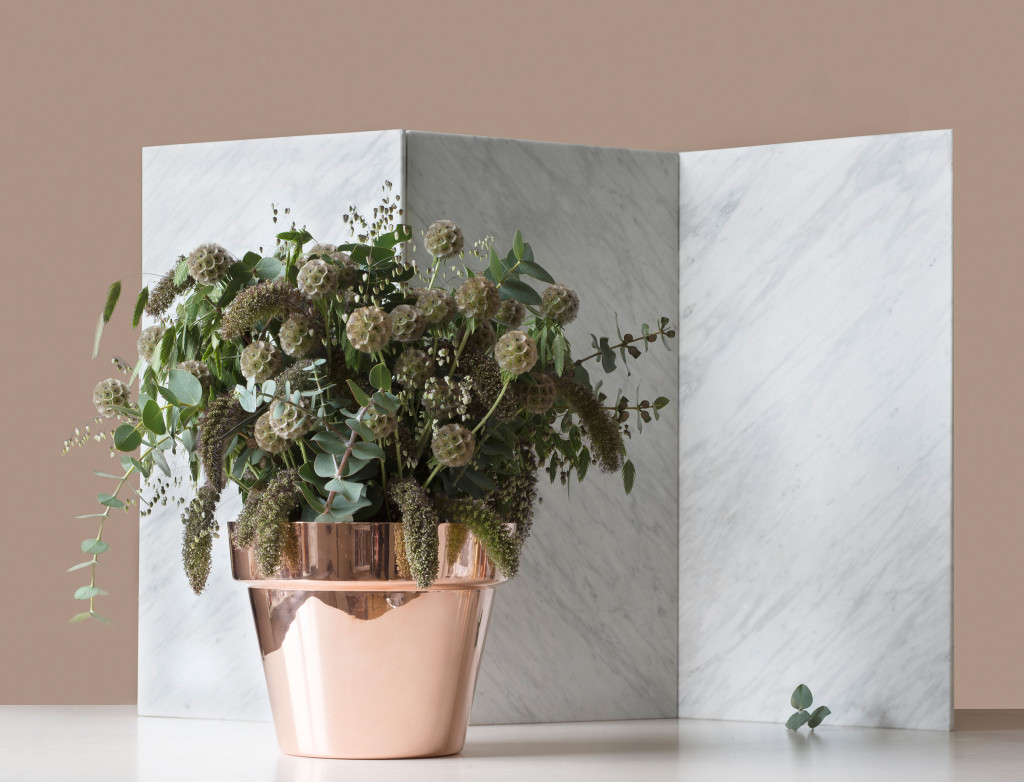 Copper planters made of polished brass by Skultuna | Accessories for the home