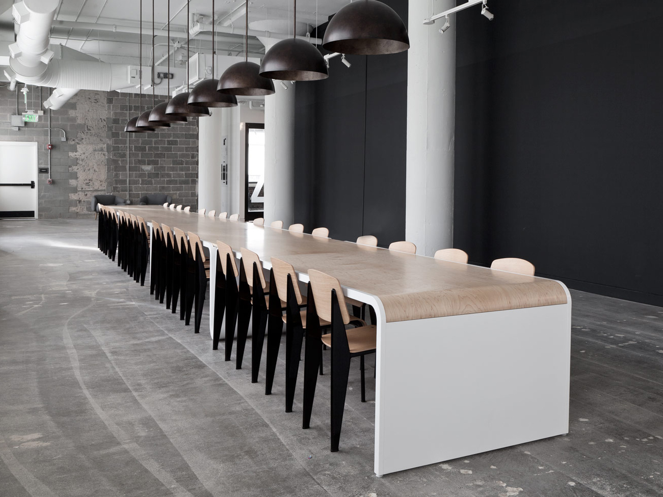 Brook&Lyn Communal Table | Jean Prouvé Standard chair