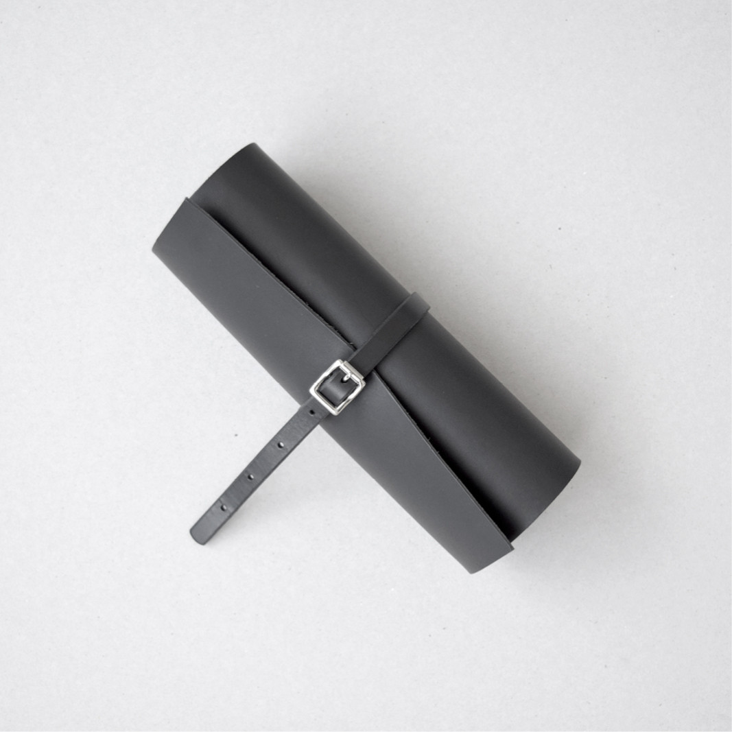 Minimalistic British leather goods by Alfie Douglas