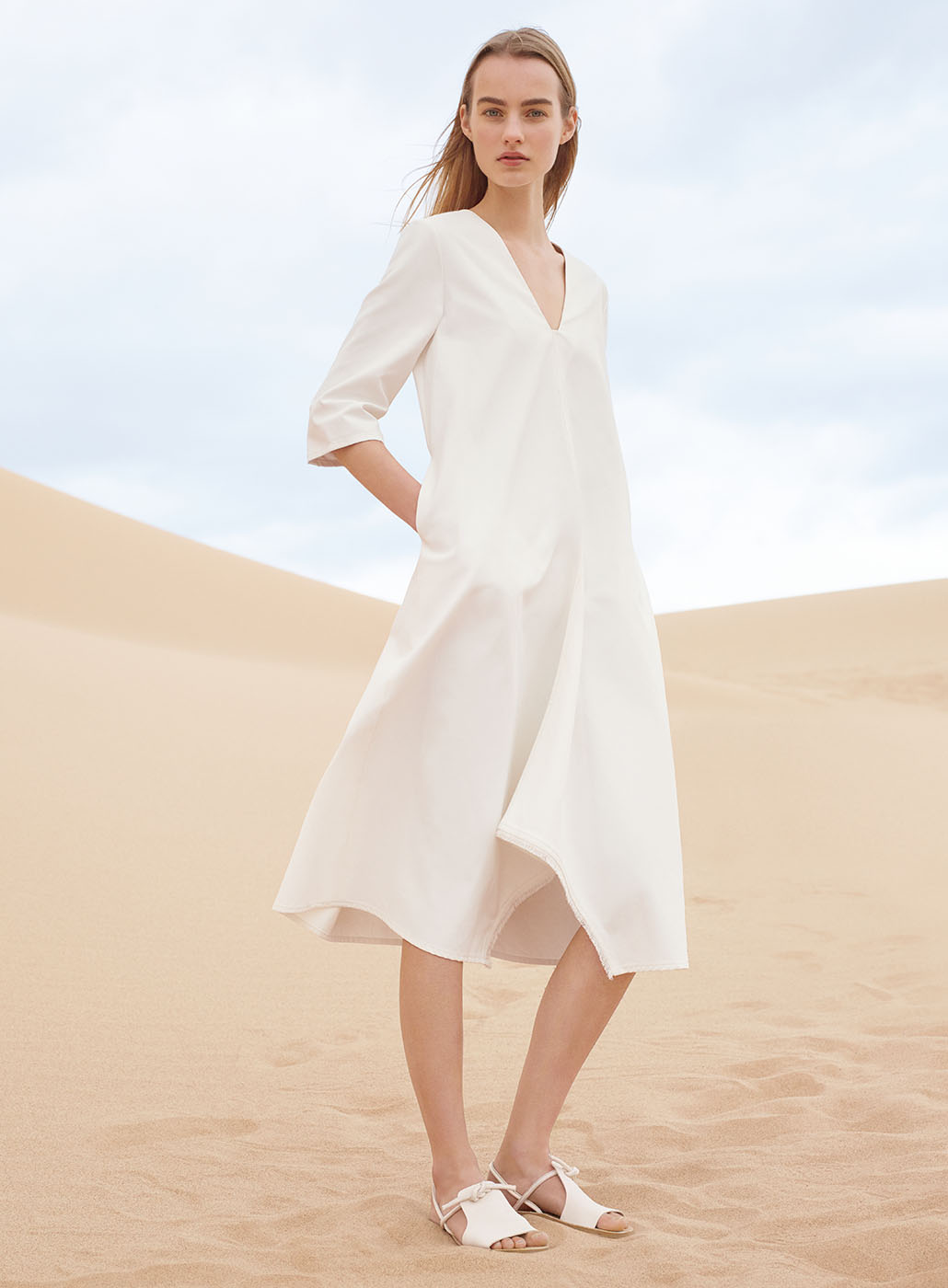 COS summer campaign | minimalistic fashion shooting in the desert