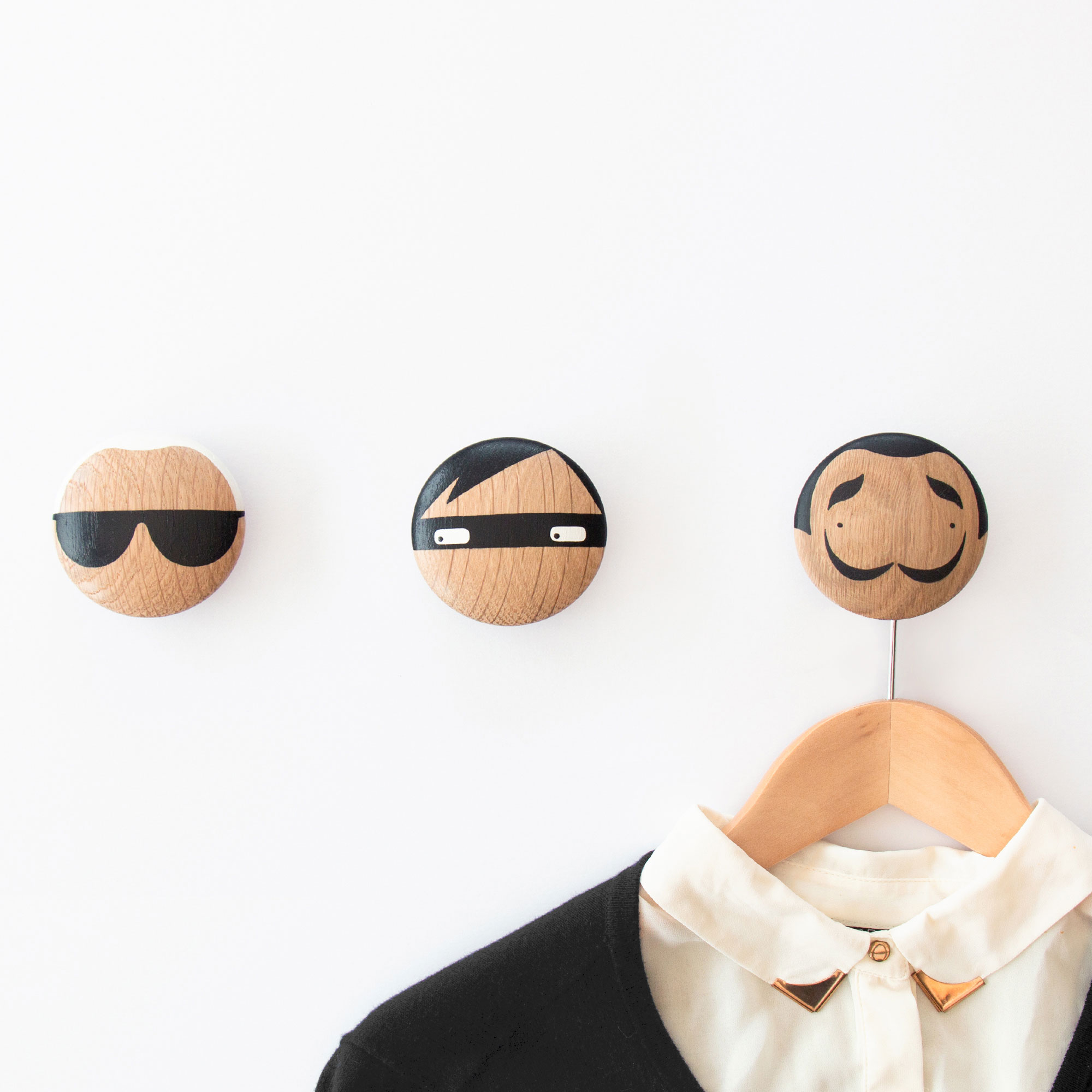 Wooden hooks with Karl Lagerfeld and Salvador Dali