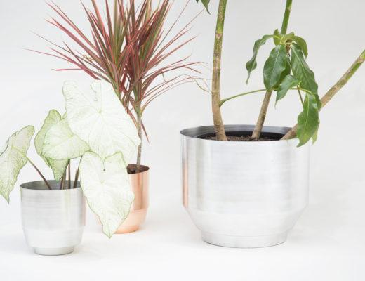 Metallic planter in silver aluminium